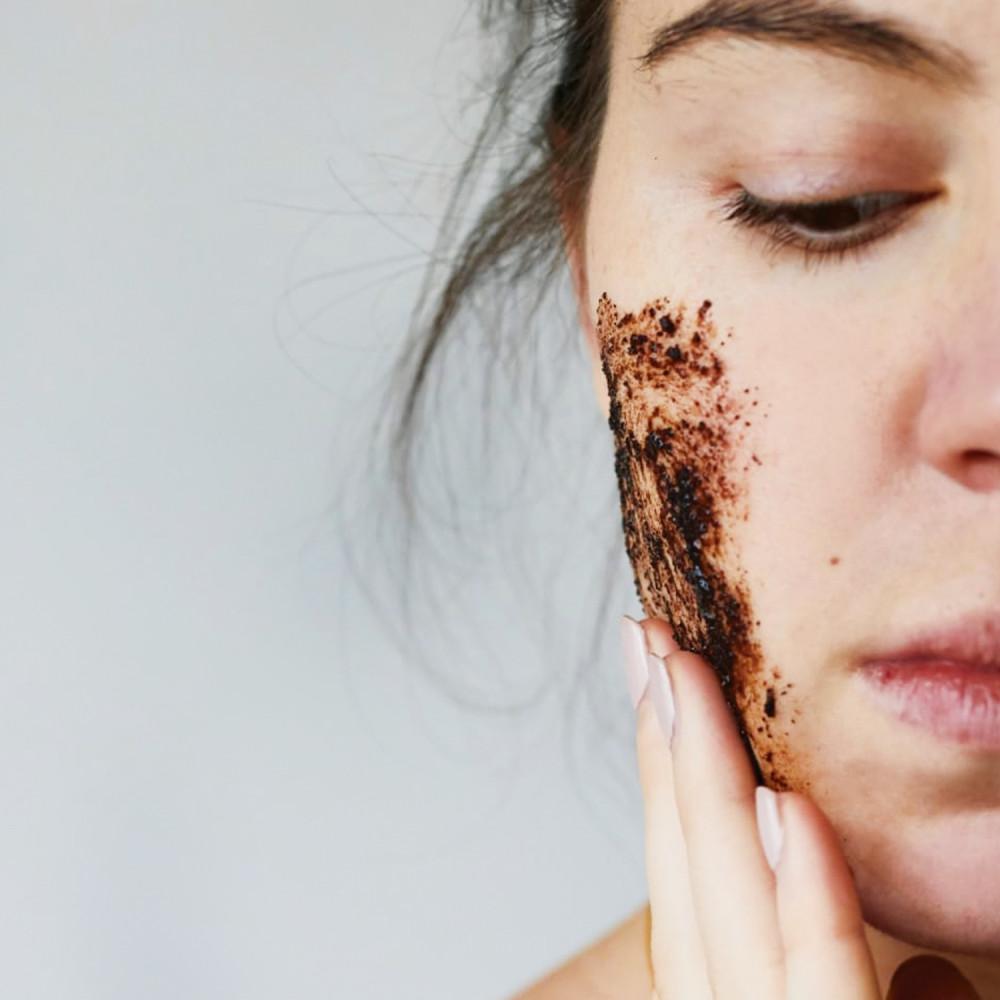 مقشر القهوة للوجه بشرة جافة التخلص من خلايا الجلد الميت وترطيب البشرة