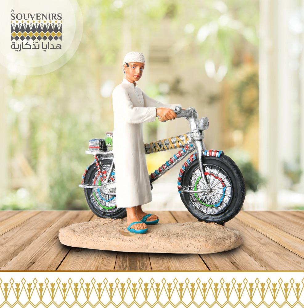 مجسم طفل مع دراجة