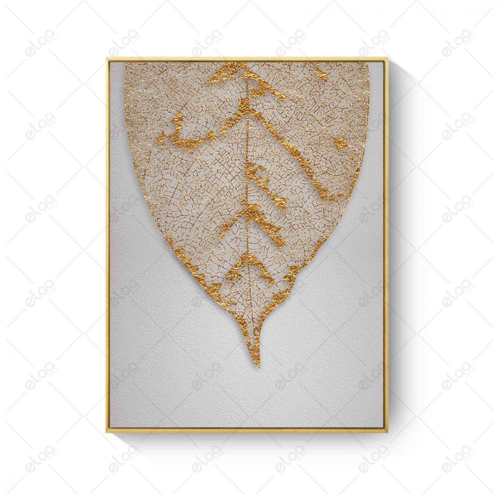 لوحة فنية لورقة شجر ذهبية بخلفية رمادية