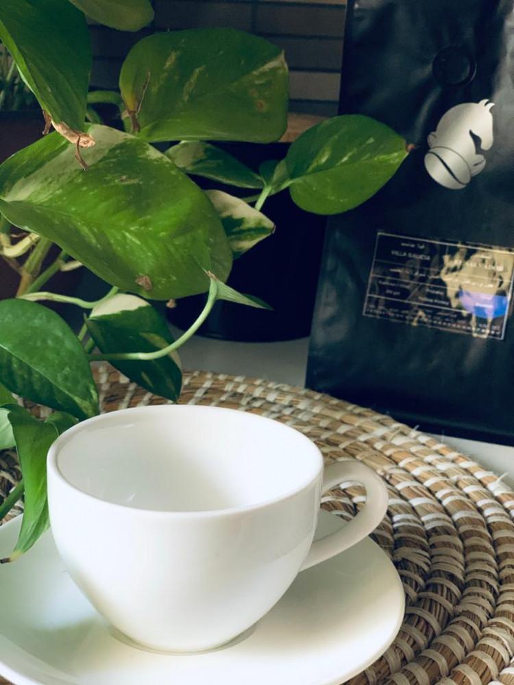 كوب قهوة وسط