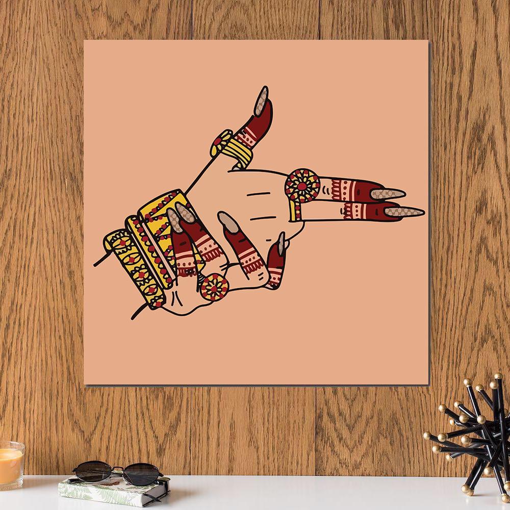 لوحة يد على شكل سلاح خشب ام دي اف مقاس 30x30 سنتيمتر