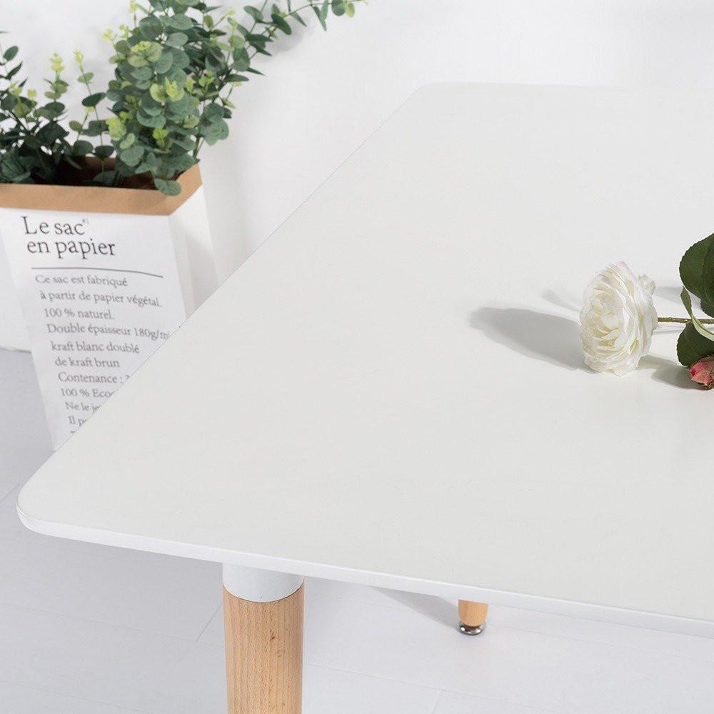 مواسم طاولة نيت هوم بيضاء تتميز بشكلها الحديث الذي يتماشى مع الموضة