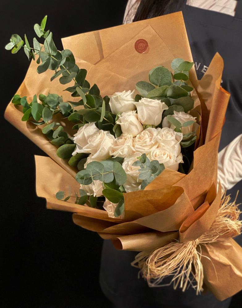 بوكية ورد روز أبيض أنيق جزيرة الورود Flowers Island