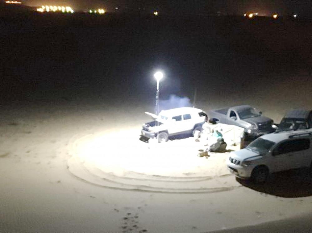 أضواء كشافات مصابيح التخييم لمبة السنارة بإرتفاع 5 متر مع خمس شرائح