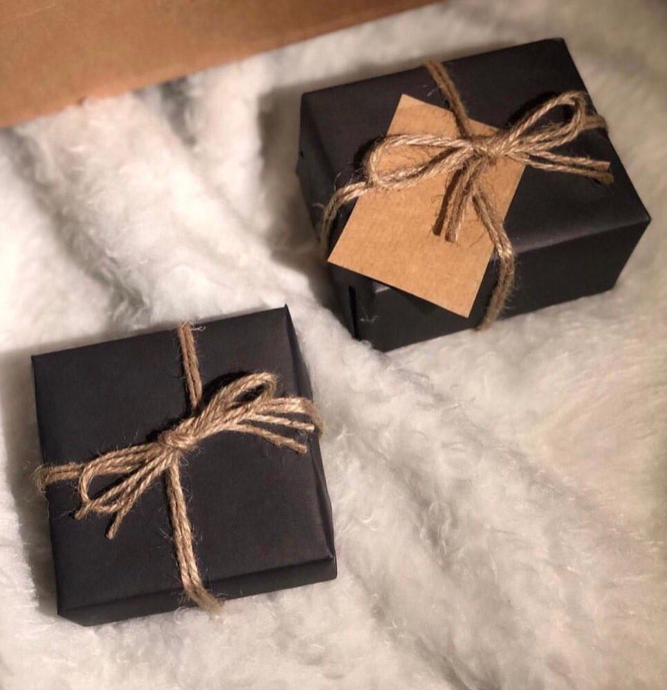 تغليف هداية كلاسيكي مع عبارة