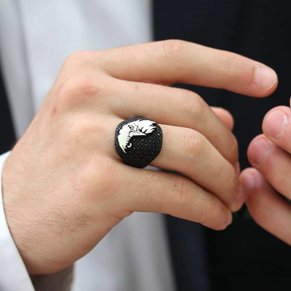 خاتم راقي بتصيميم فخم شكل رأس الصقر