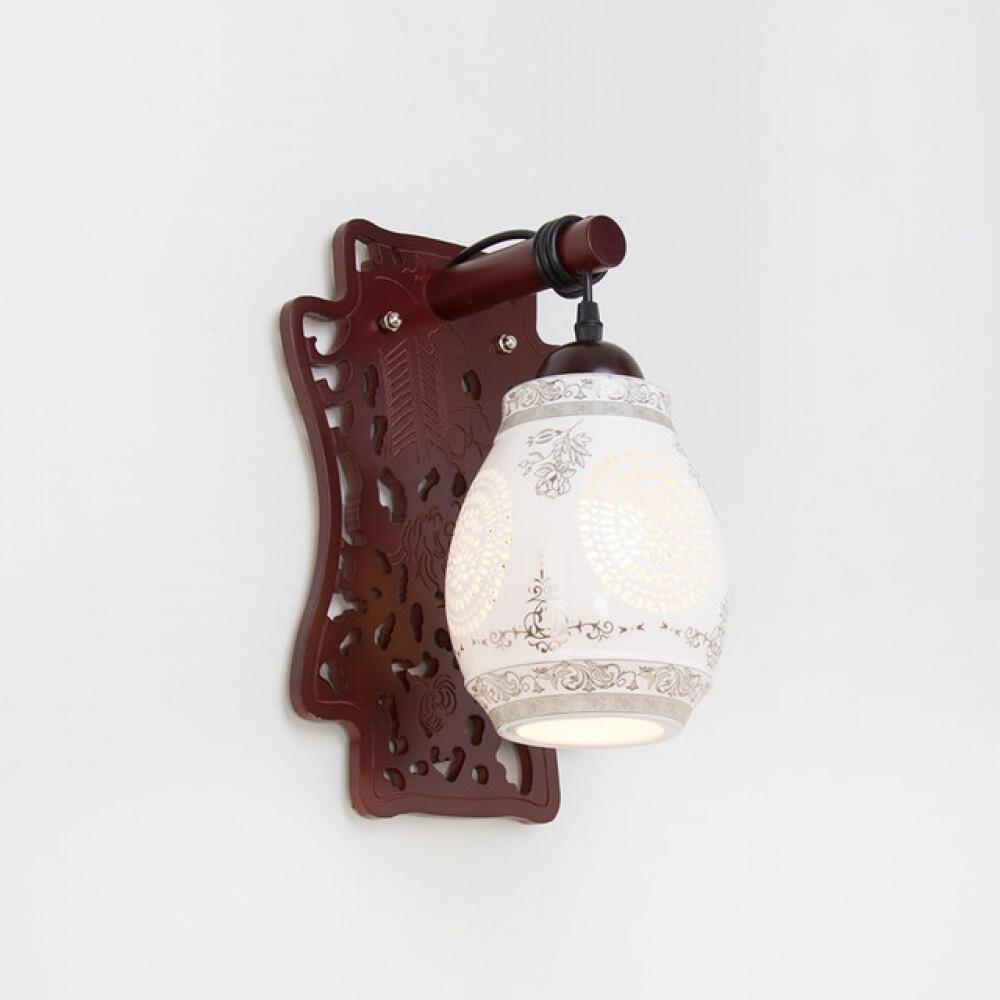 انارة تراثية مفرد ستايل صيني خشبي بقاعدة خشبية - فانوس