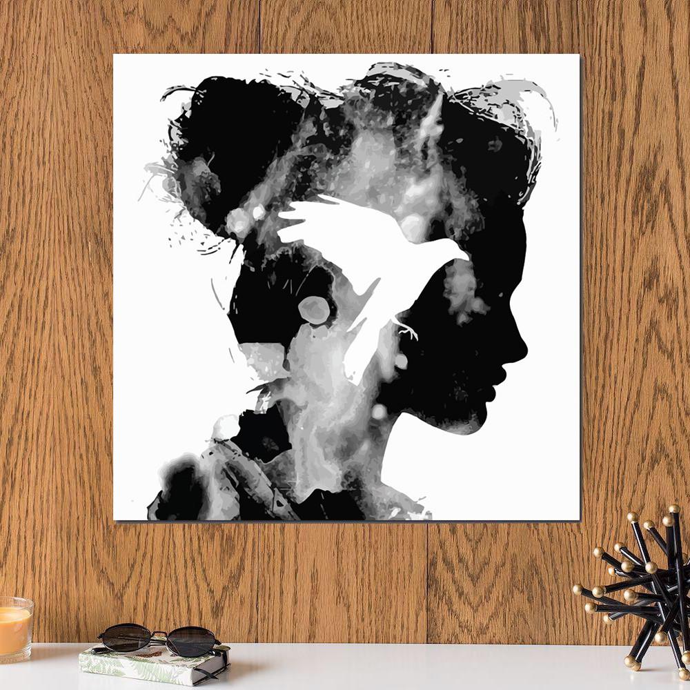 لوحة المرأة و الطائر خشب ام دي اف مقاس 30x30 سنتيمتر