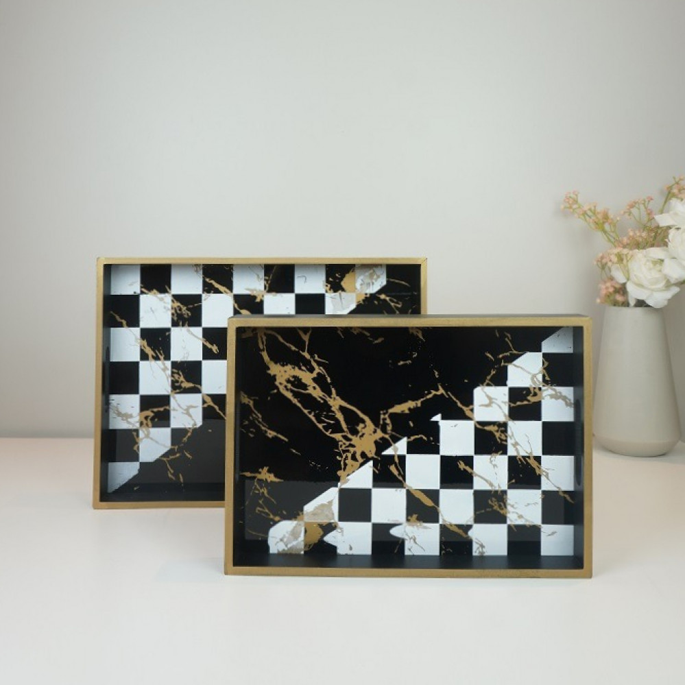 طقم صواني تقديم خشب قطعتين بزخرفه مربعات اسود وابيض وشكل رخامي ذهبي