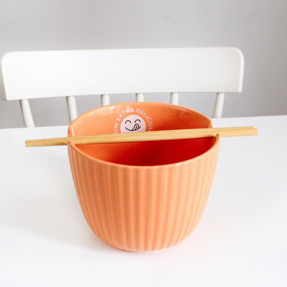 وعاء صحن نودلز أعواد أكل آسيوية اندومي نودلز ياباني دكبوكي عمل الرامن