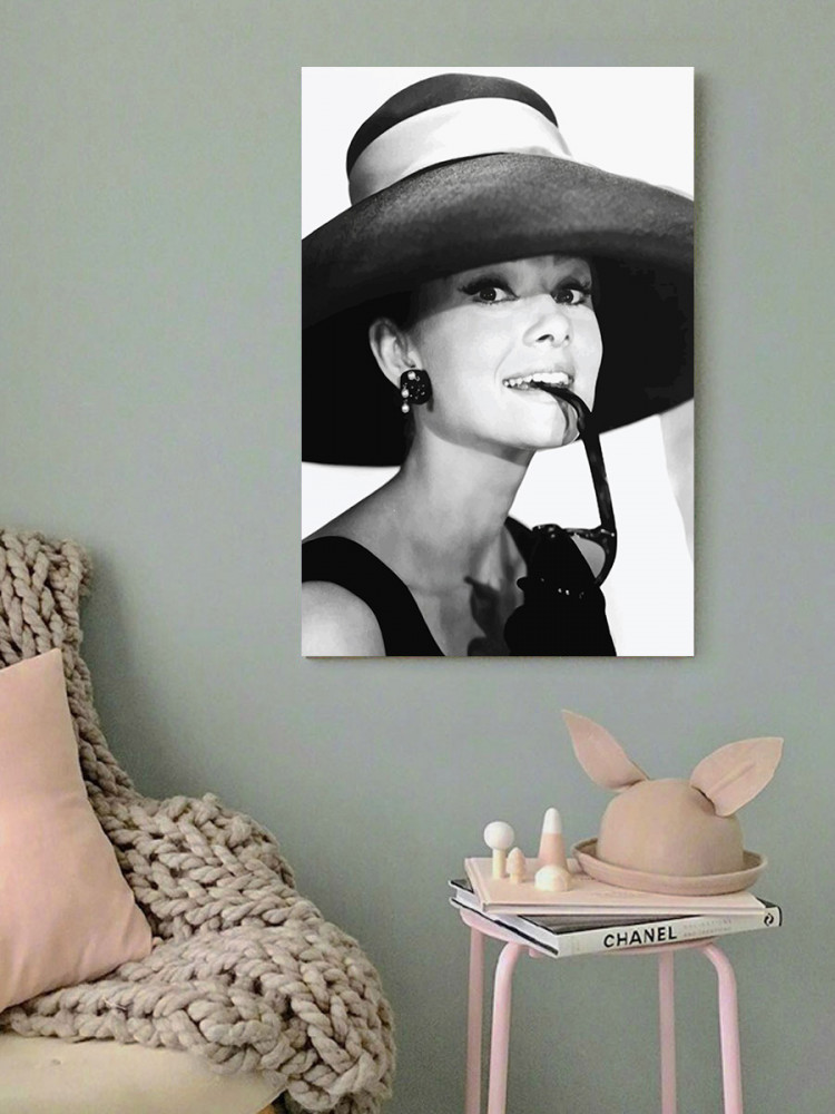 لوحة اودري هيبورن خشب ام دي اف مقاس 40x60 سنتيمتر