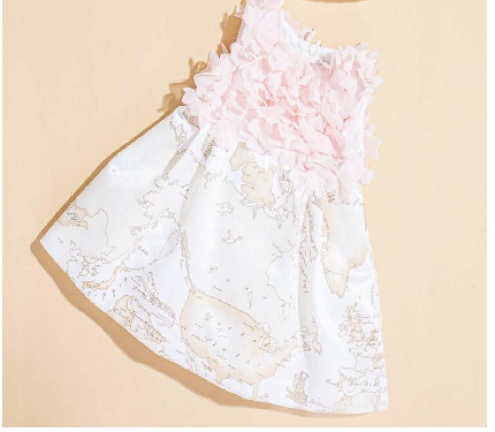فستان أنيق باللون الزهري  من ماركة Alviero Martini من دوها