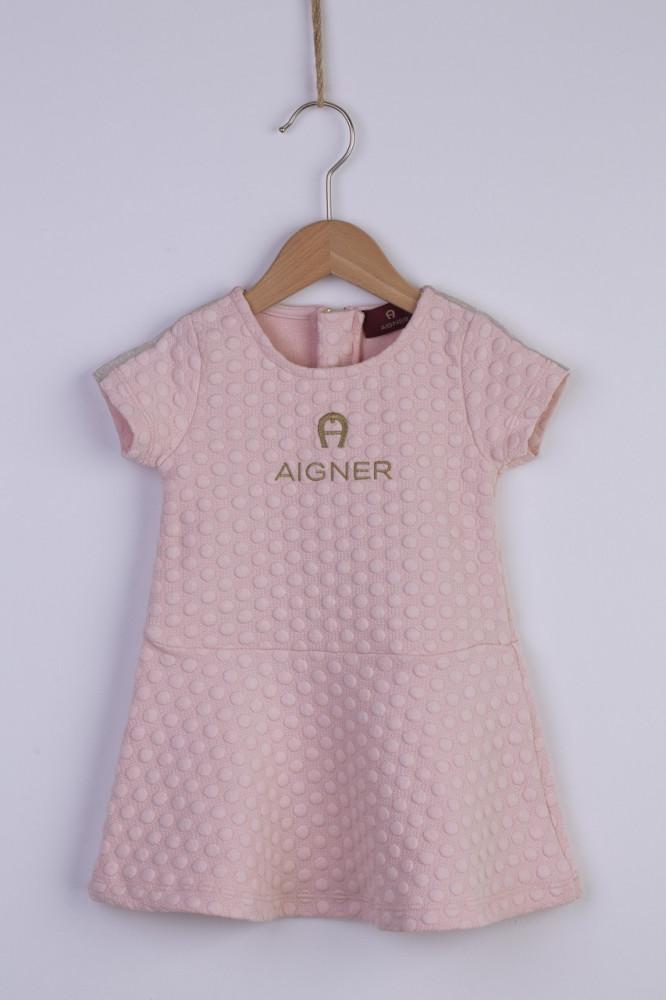فستان  باللون الزهري من ماركة  Aigner من دوها