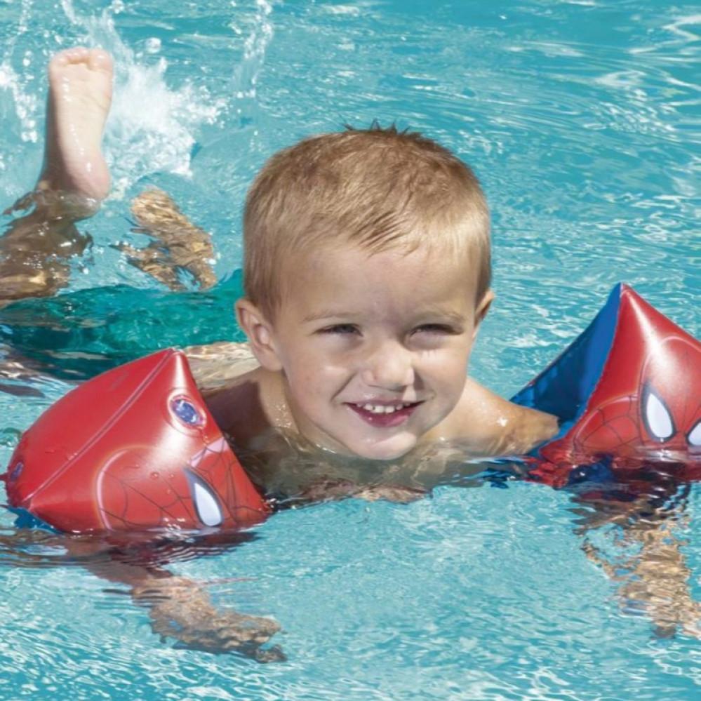 عوامة السباحة