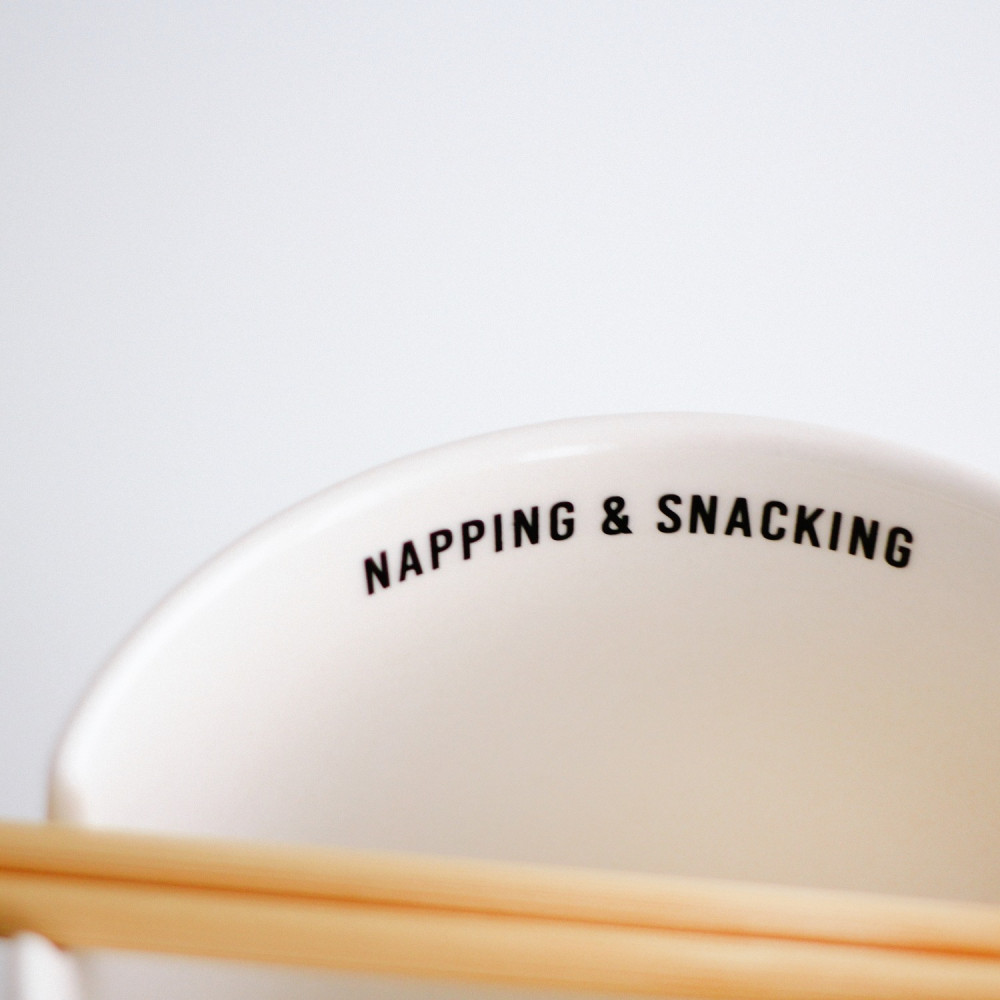 وعاء سلطانية نودلز رامن كوري مع أعواد أكل من خشب البامبو كوريا اليابان