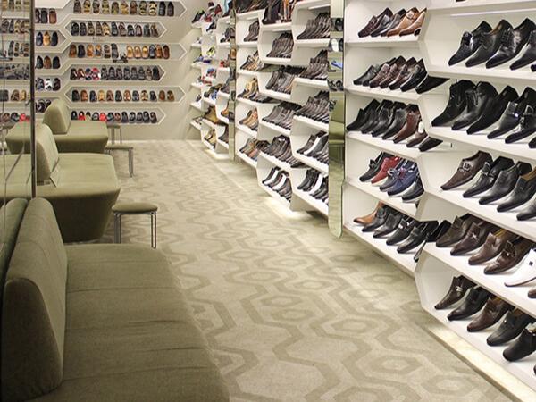 الأحذية وملحقاتها