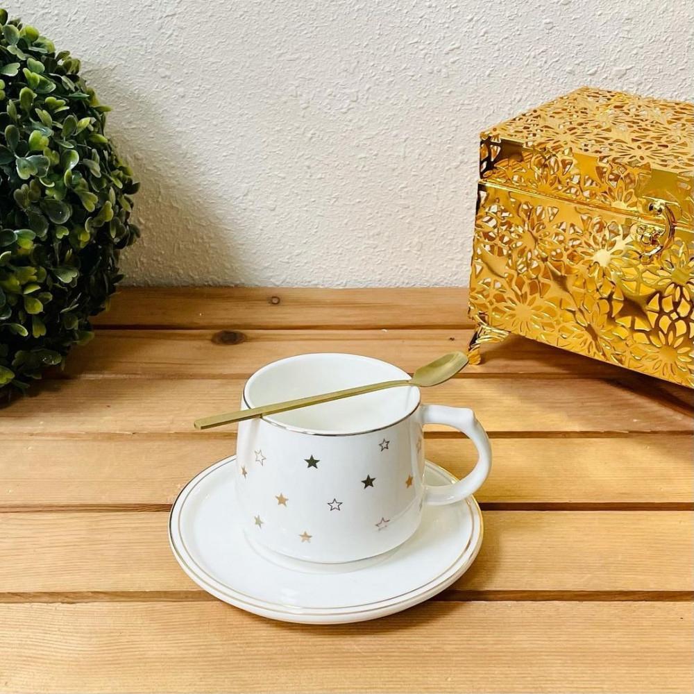 فنجان زجاج ابيض مع رسمة نجوم تحف وهدايا ضيافه وتقديم قهوة رمضان