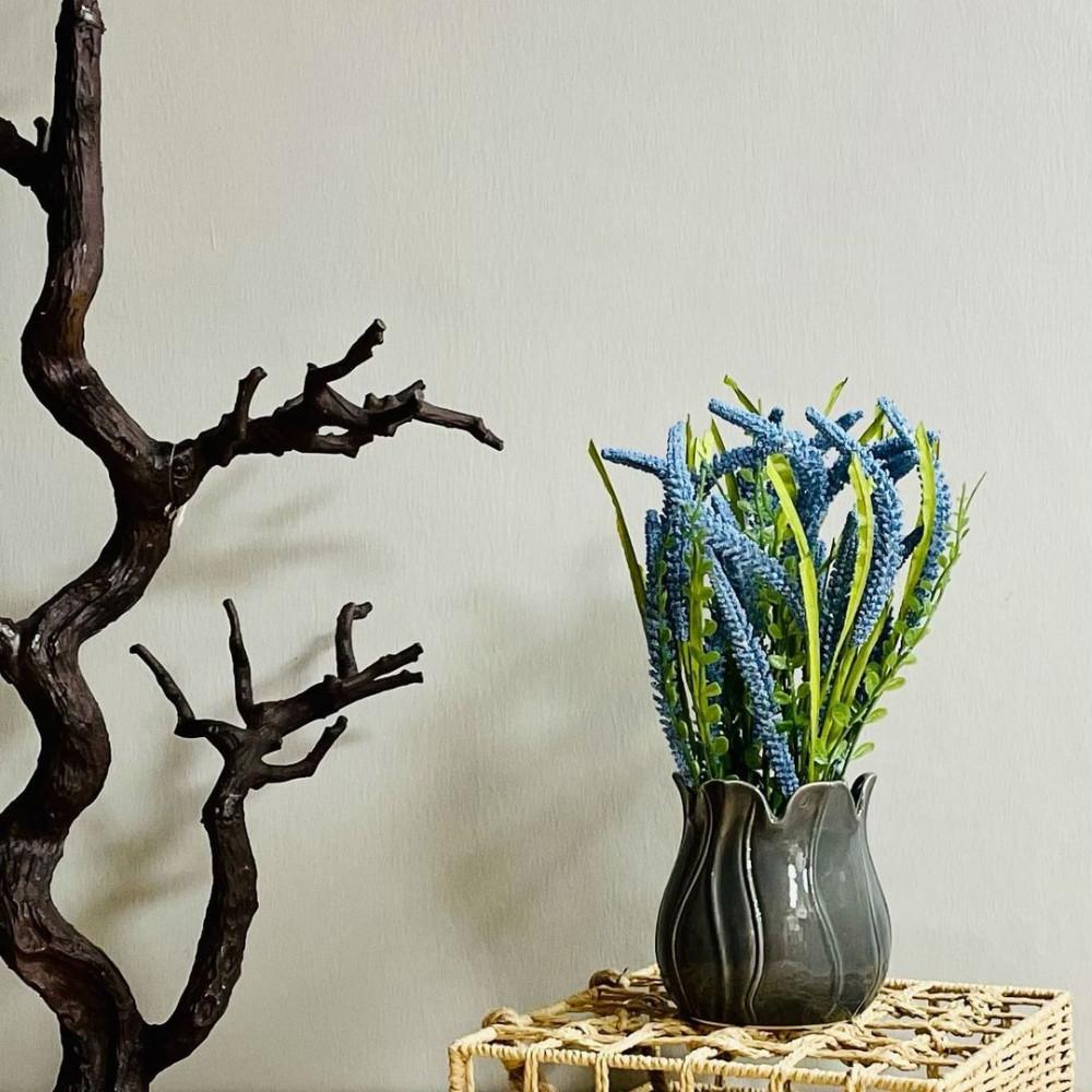 مركن سيراميك رمادي ورد ازرق نباتات زينه ومراكن ديكور منزلي ورد صناعي