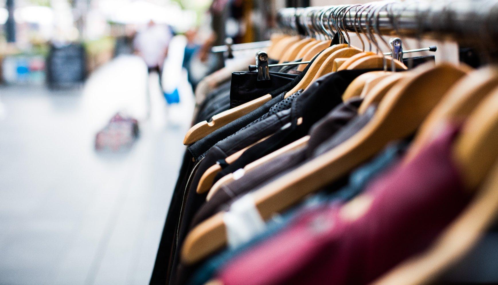 ملابس وَ منسوجات