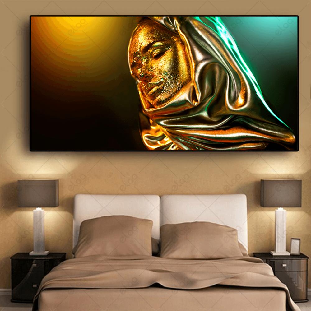 لوحة فنية امراة محجبة من الذهب خلفية خضراء
