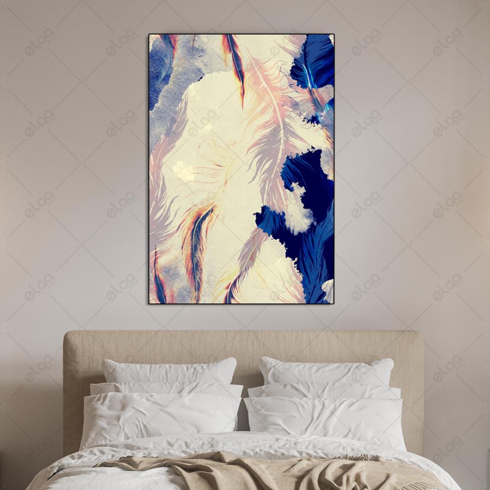 لوحة فن تجريدي لريش وردي مع خلفية باللون الابيض والكحلي