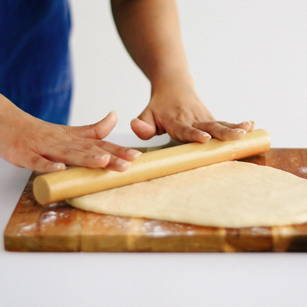 فرادة خشب المعجنات البيتزا طريقة الفرد الصحيحة أسهل طريقة لفرد العجينة