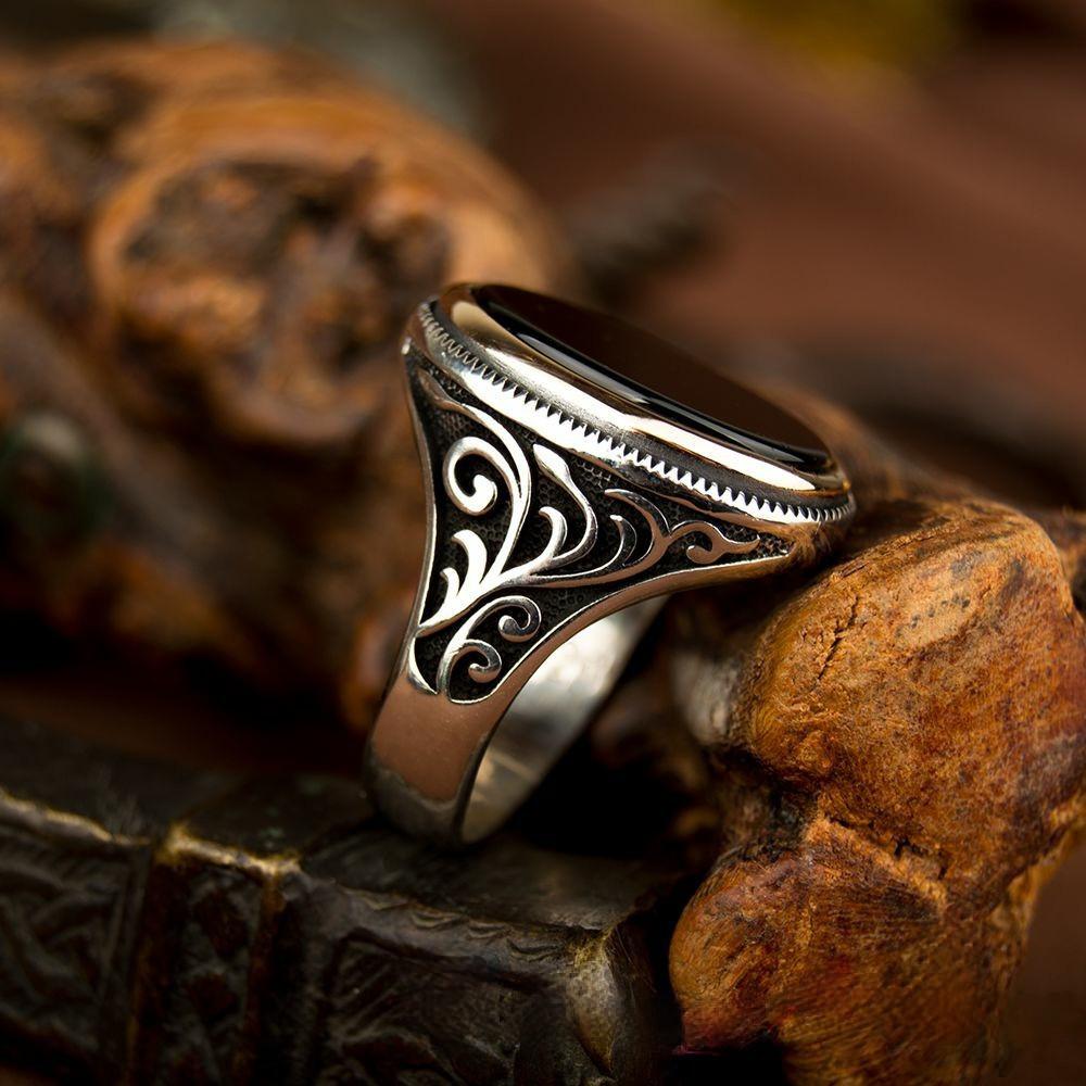 خاتم فضة رجالي مرصع بحجر عقيق أسود