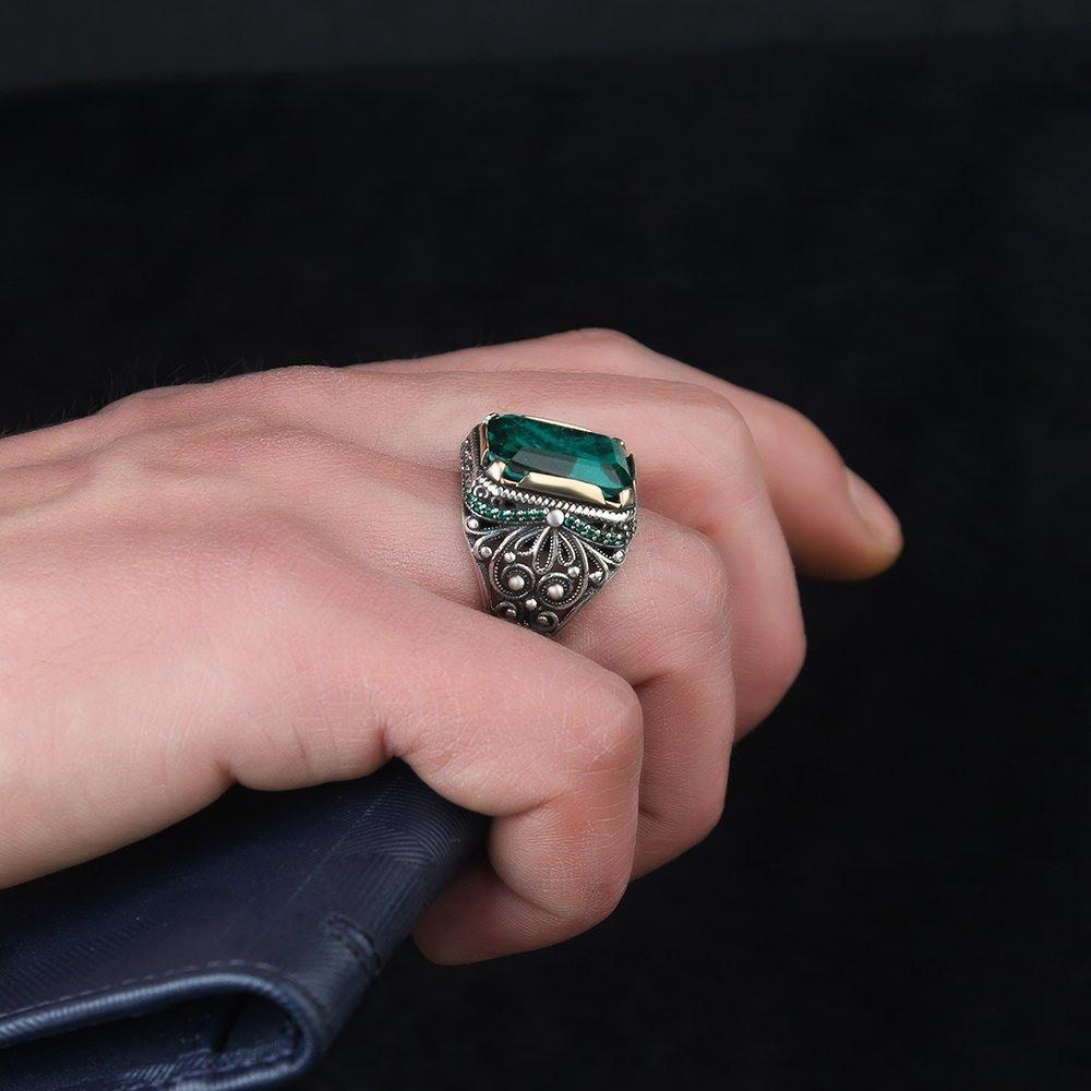 خاتم بصياغة مميزة من الفضة الخالصة بحجر بارايبا أخضر