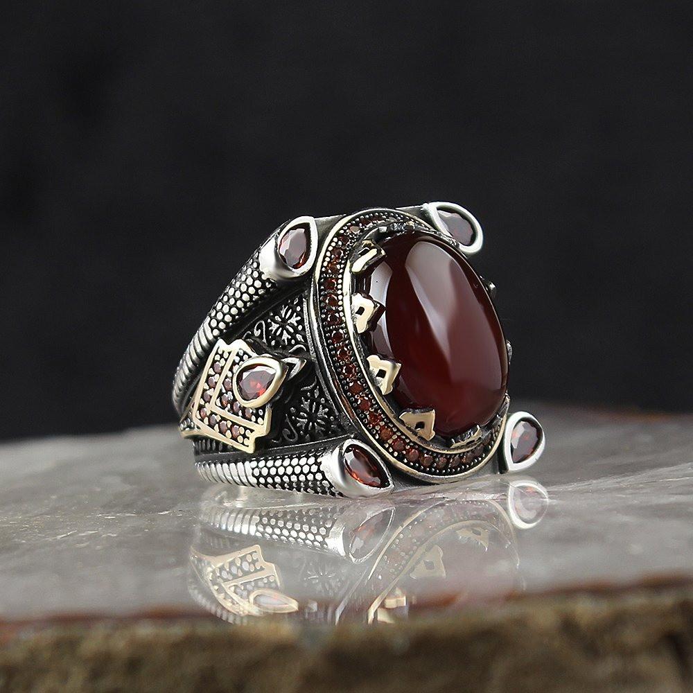 خاتم من الفضة الخالصة مصاغة بنقش مميز
