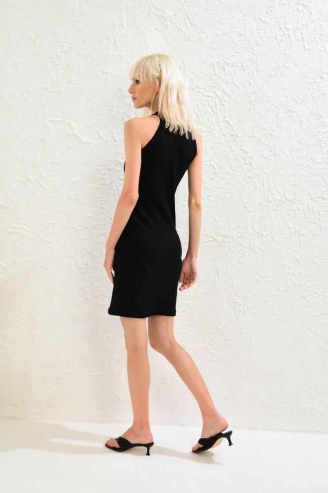 فستان قصير مضلع أسود بدون أكمام نسائي
