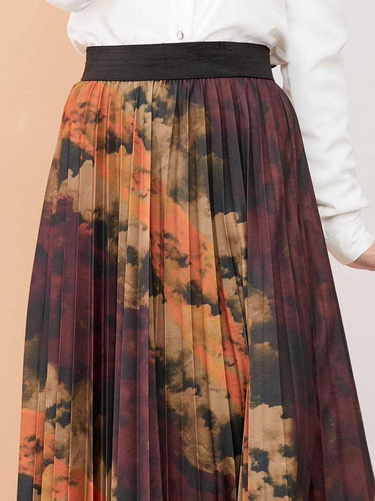 تنورة طويلة محتشمة بني مزخرفة باتيك نسائية
