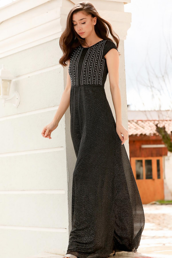 فستان سهرة أسود بجزء علوي بفصوص نسائي