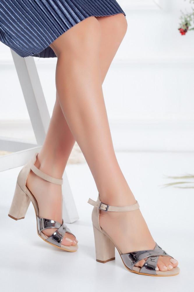 حذاء جلد سويدي لامع بلونين بكعب نسائي
