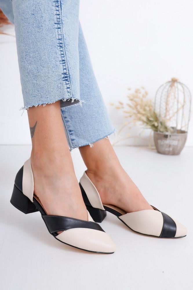 حذاء جلد بيج أسود بكعب نسائي