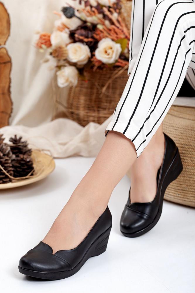 حذاء كاجوال أسود نسائي