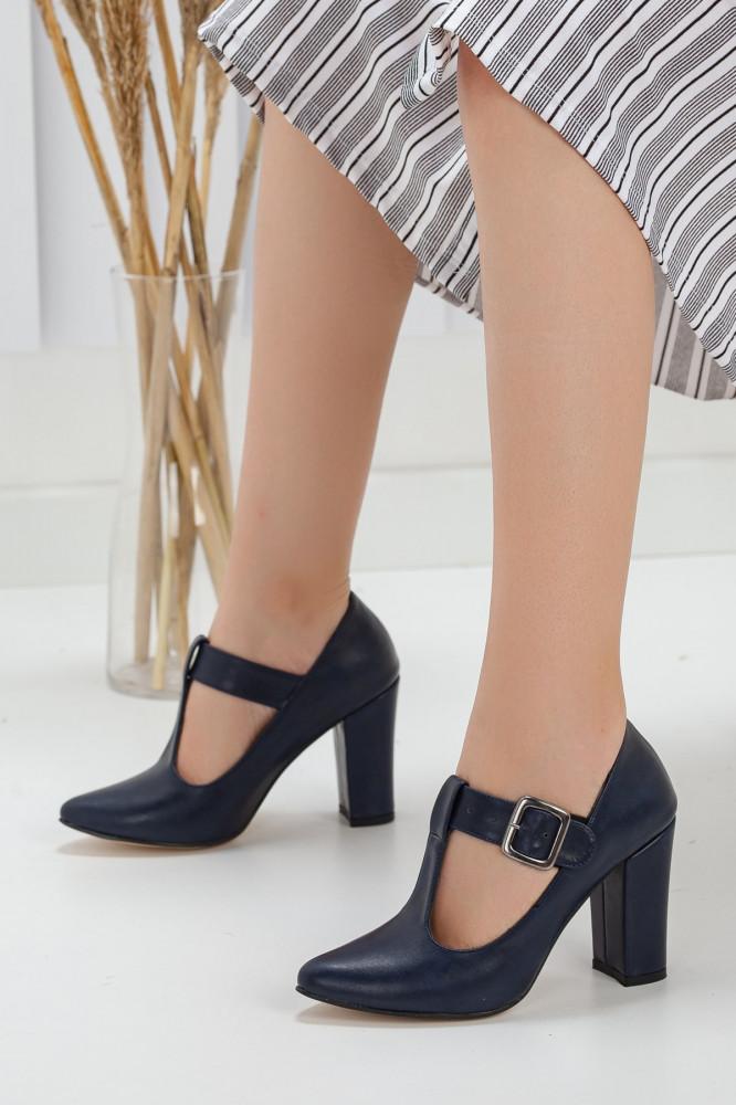 حذاء جلد كحلي بكعب نسائي