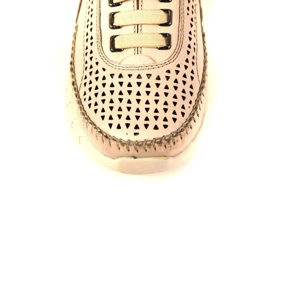 حذاء مريح جلد بيج نسائي
