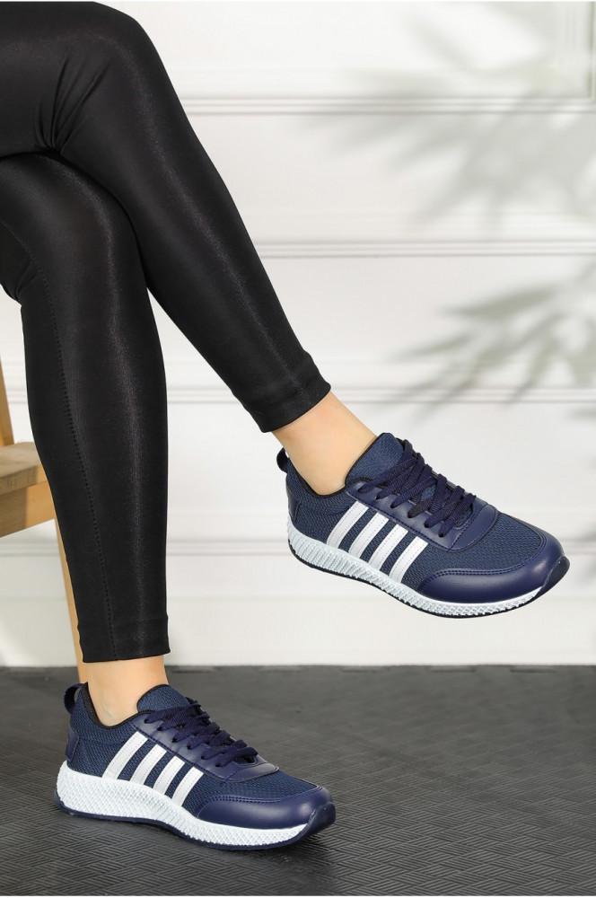 حذاء رياضة أبيض كحلي نسائي