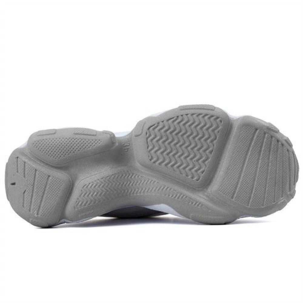 حذاء سنيكرز أبيض بنعل سميك نسائي