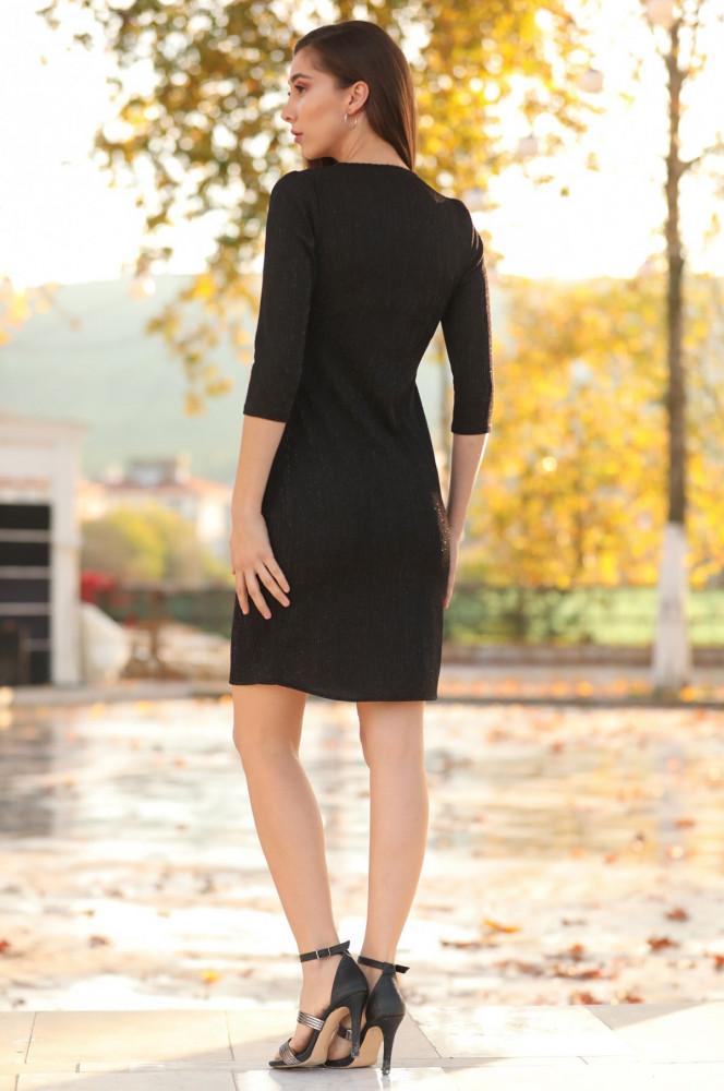 فستان أسود قصير لامع بياقة لف نسائي