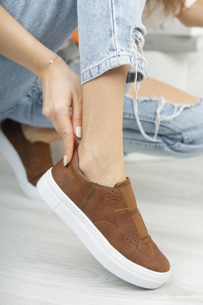 حذاء رياضة بني فاتح نسائي