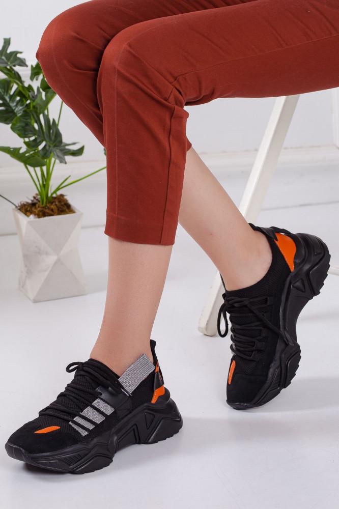 حذاء رياضة أسود نسائي