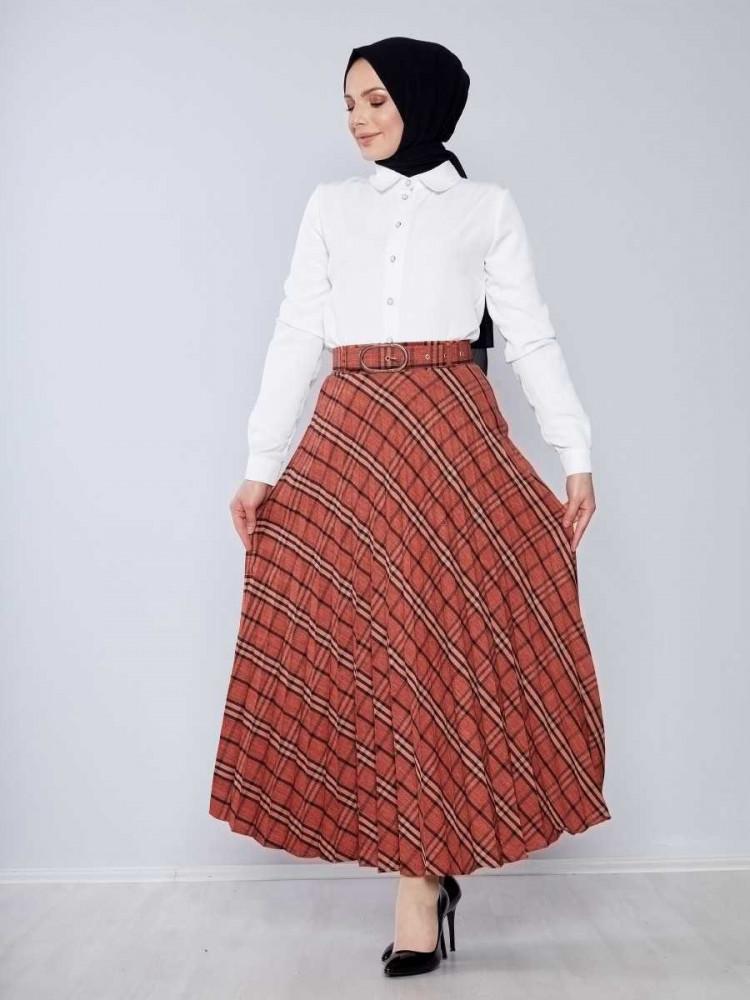 تنورة طويلة واسعة أحمر طوبي بمربعات وحزام نسائية