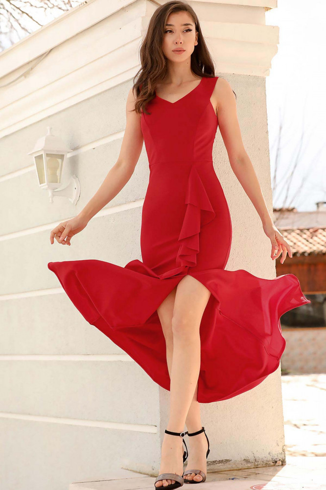 فستان سهرة أحمر مفتوح