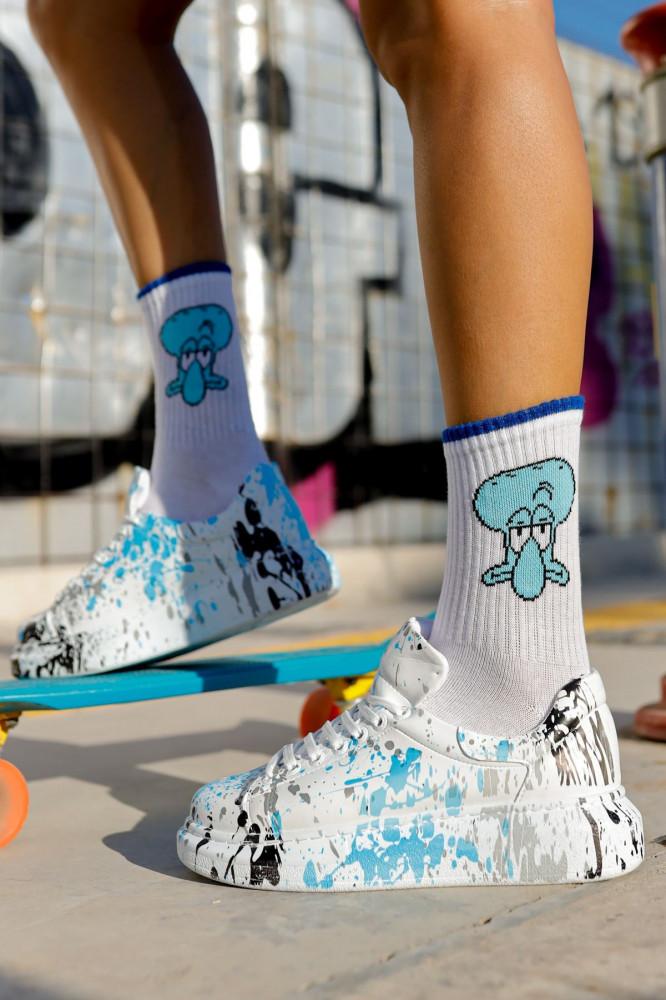 حذاء رياضة برباط وطبعة نسائي