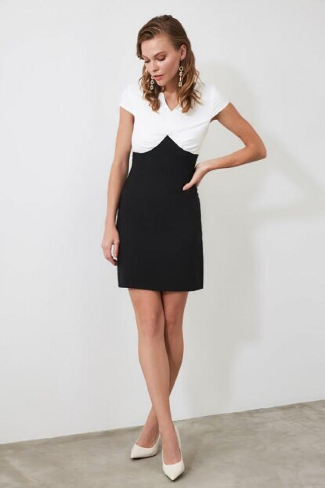 فستان أسود بألوان نسائي