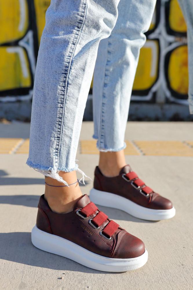 حذاء رياضي عنابي نسائي