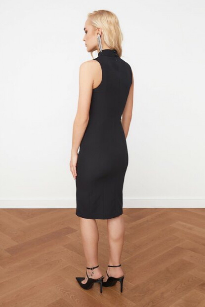 فستان أسود مفصل بياقة نسائي