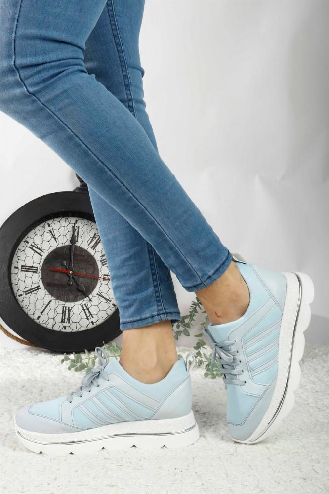 حذاء رياضة أزرق فاتح نسائي