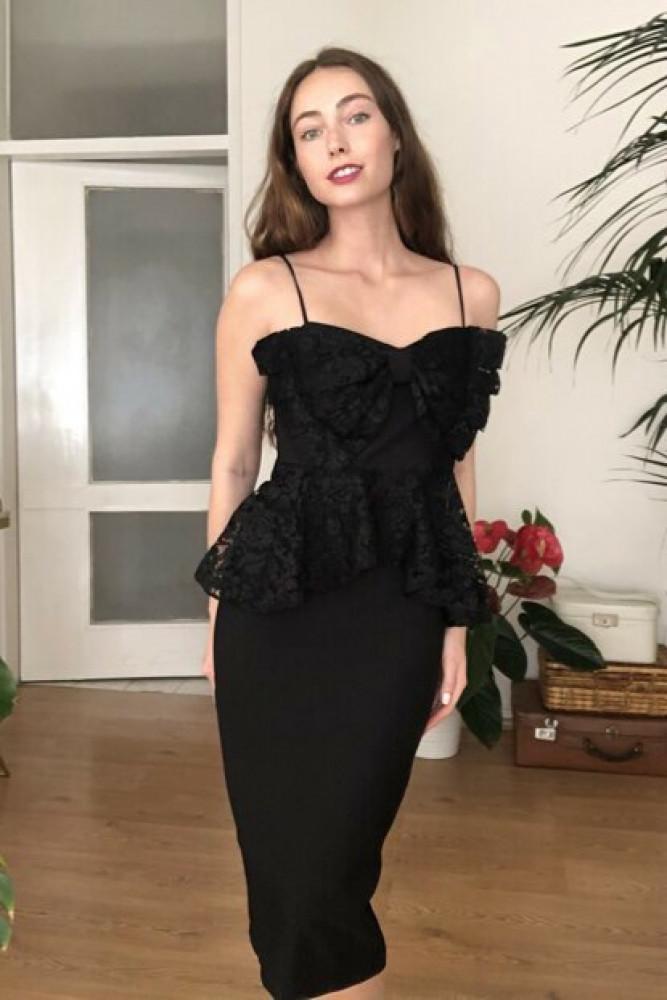 فستان أسود مفصل بدانتيل نسائي